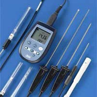 Conductivity meter thermometer